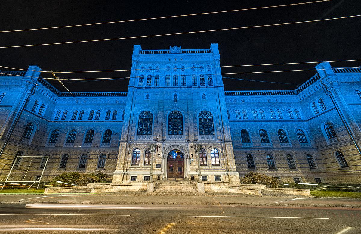 Kauna zālē – Latvijas Universitāte veicina pseidozinātņu normalizāciju